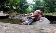 Ninfeta trepando na cachoeira