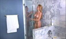 Loirinha tomando um banho sexy no pornô carioca