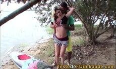 Putona vai passear de barco e adora dar ao ar livre