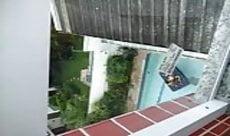 Pedreiro flagra casal transando na piscina
